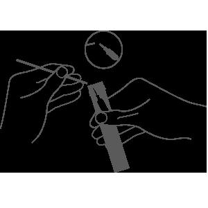 拧下采样器管盖,将采样棉签放入装有保存液的采样器中,并在折口处折断采样棉签。
